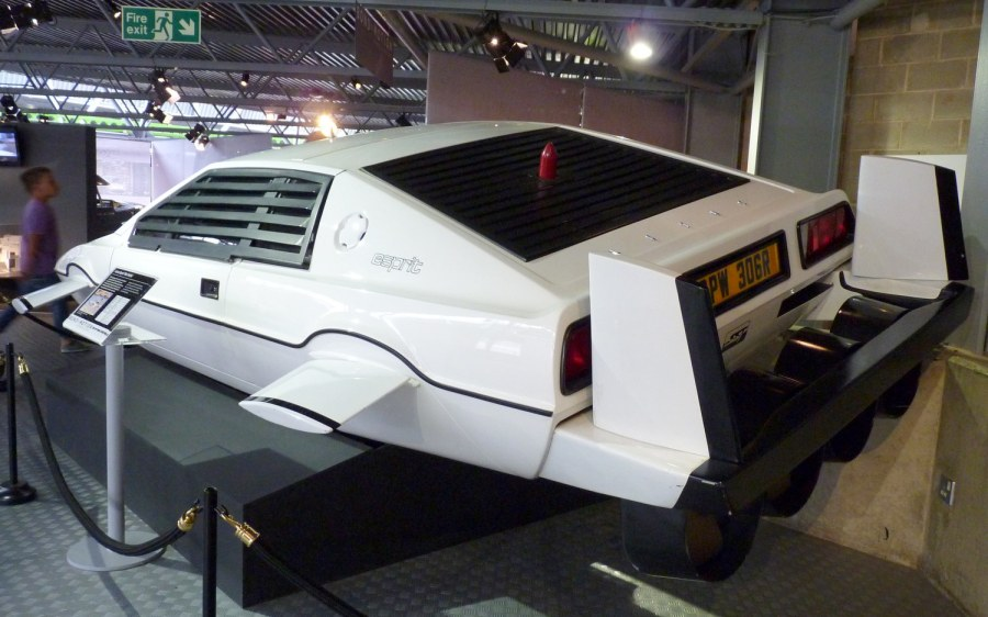james bond lotus esprit submarine rear the driven blog. Black Bedroom Furniture Sets. Home Design Ideas