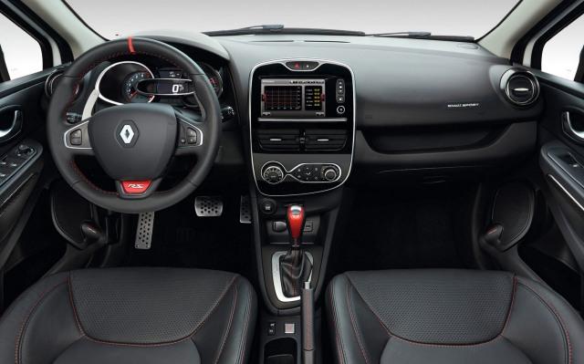2015 Clio Trophy 220 interior