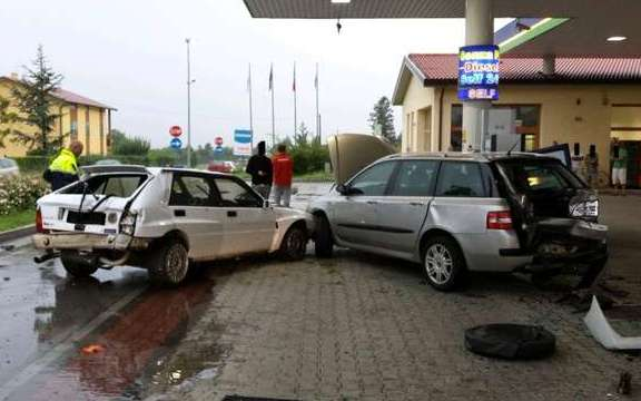 Lancia Delta Integrale crash petrol station Santorso
