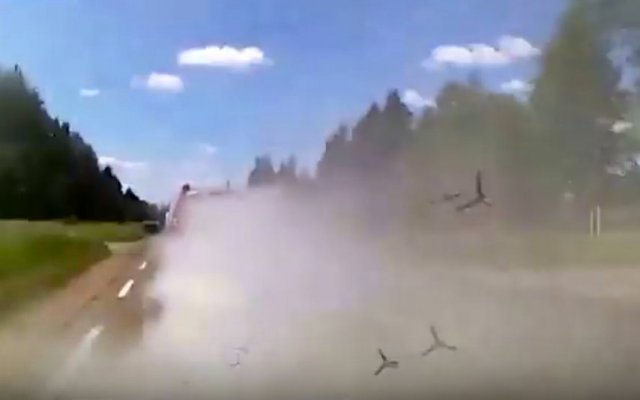 Lithuania Police dodge criminal's road spikes and smoke screen