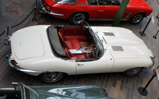 Jaguar E-Type convertible Beaulieu