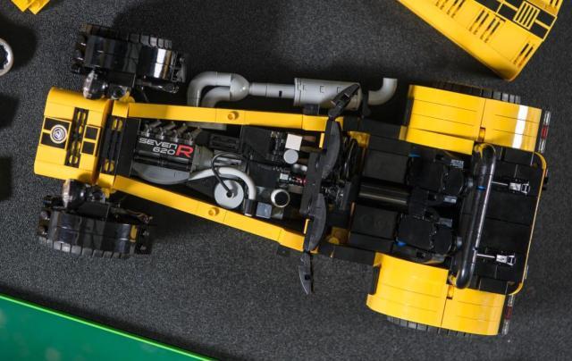 lego-caterham-620r-4-001