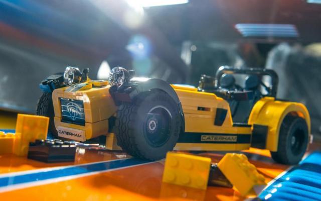 lego-caterham-620r1-001